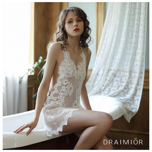 久慕雅黛 DRAIMIOR立體雕花蕾絲鏤空吊帶睡裙。白色
